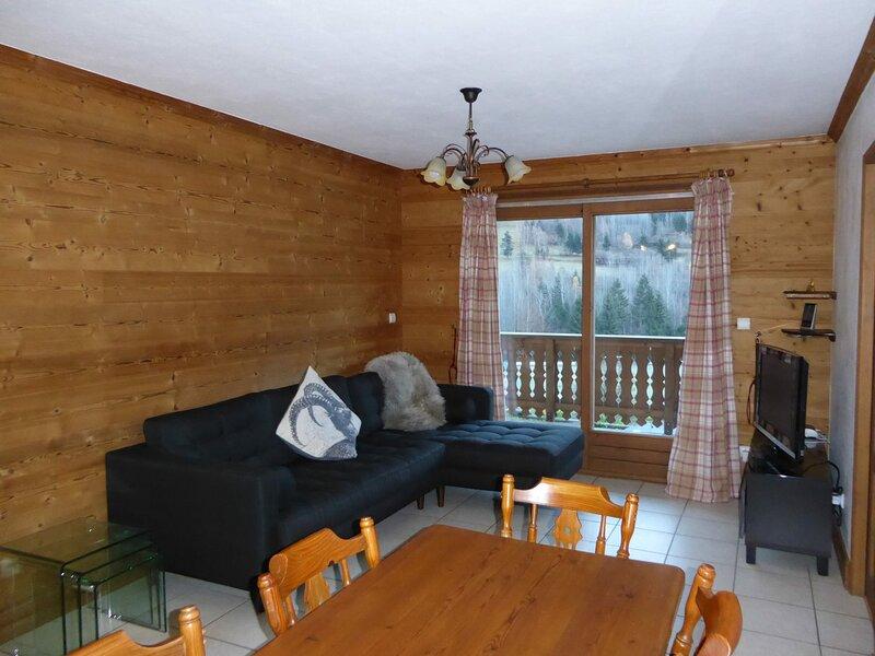 Style montagne avec grand balcon sud, holiday rental in Bozel