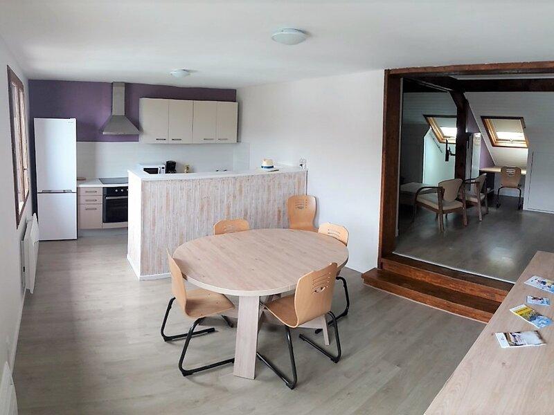 Appartement en duplex pour 8 personnes  en vallée, holiday rental in Puy-Sanieres