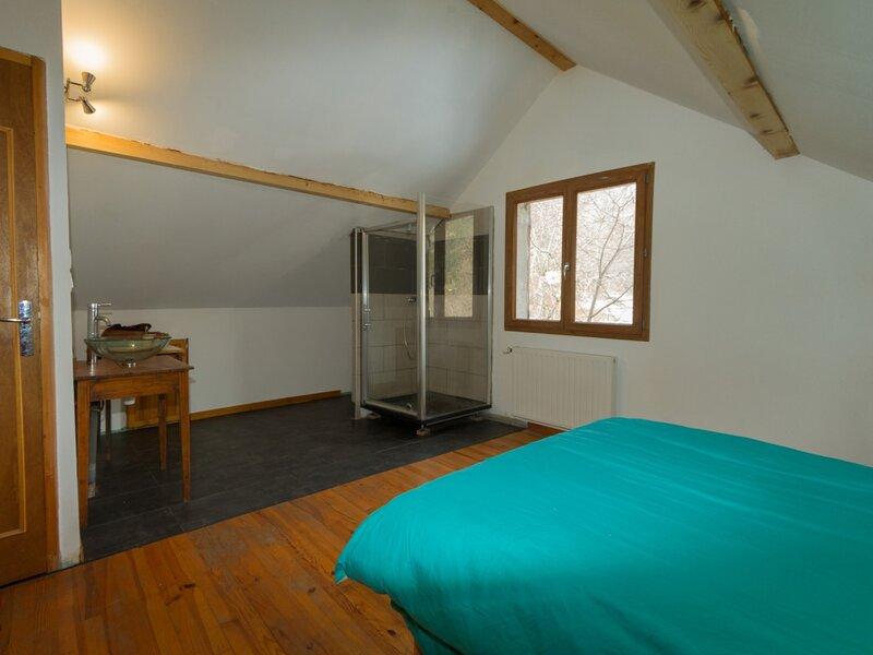 Appartement dans village de montagne, holiday rental in Puy-Sanieres