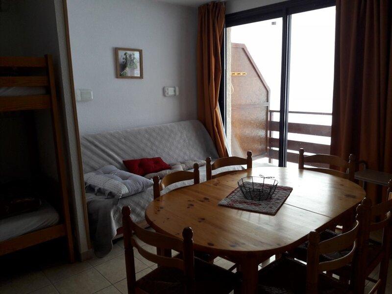 Appartement 4/5 personnes Gardette Réallon A17, holiday rental in Savines-le-Lac