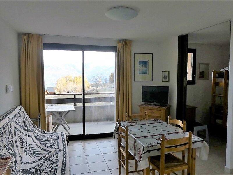 Studio 4 personnes vue vallée Gardette A3 Réallon, holiday rental in Savines-le-Lac