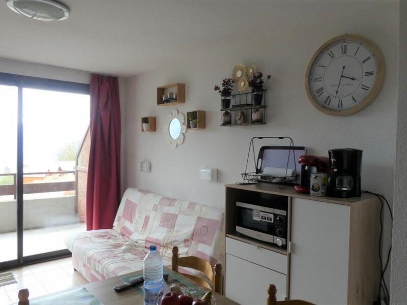 Studio 2/4 personnes exposé Sud dans résidence récente Gardette B2 Réallon, holiday rental in Savines-le-Lac