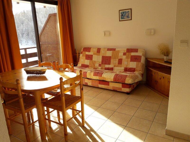 Appartement 6 personnes Gardette A24 Réallon, holiday rental in Savines-le-Lac