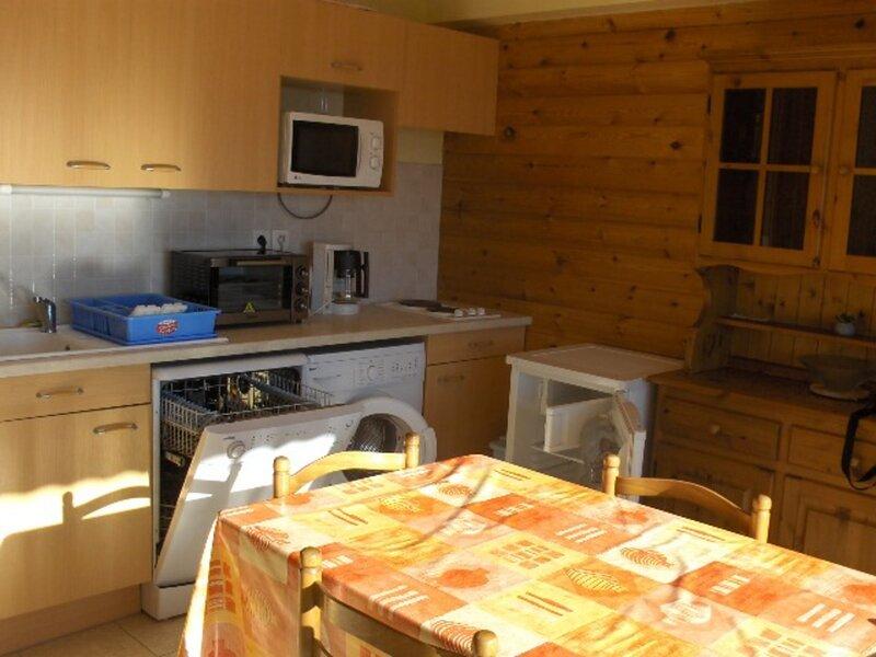Appartement 6 personnes 2 chambres dans chalet Joubelle 8-2 Réallon, holiday rental in Reallon