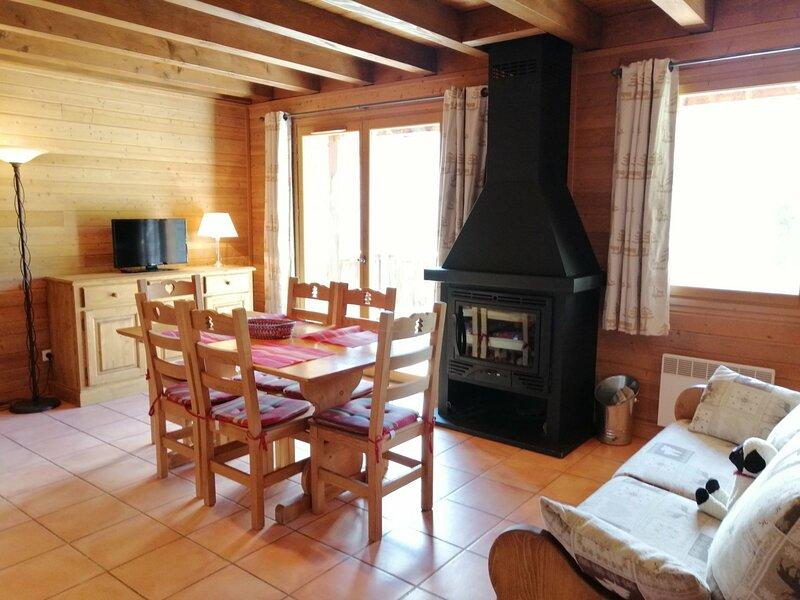 Très agréable 1/2 chalet, vue magnifique sur les montagnes, Pra Loup, holiday rental in Uvernet-Fours