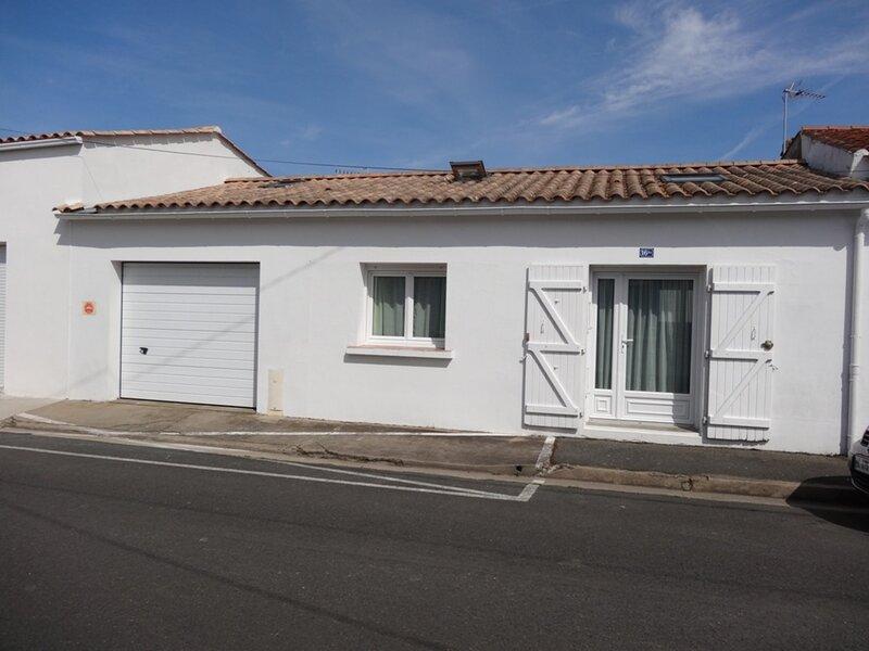 Maison proche du centre bourg, holiday rental in Saint-Denis-du-Payre