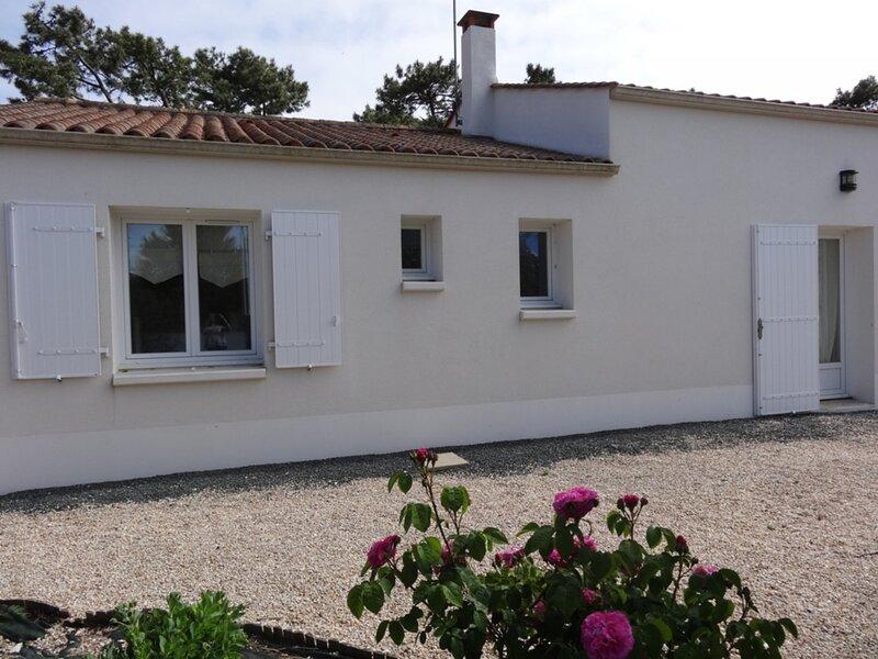 SPACIEUSE, CONFORTABLE, ACCES PLAGE A DEUX PAS !, location de vacances à L'Aiguillon-sur-Mer
