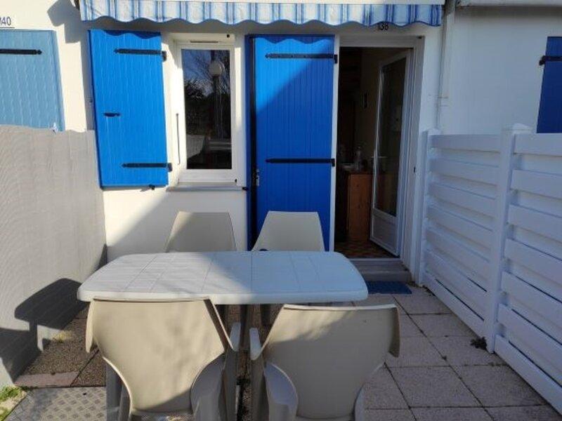 MAISONNETTE DANS RESIDENCE PROCHE PLAGE, location de vacances à La Faute sur Mer