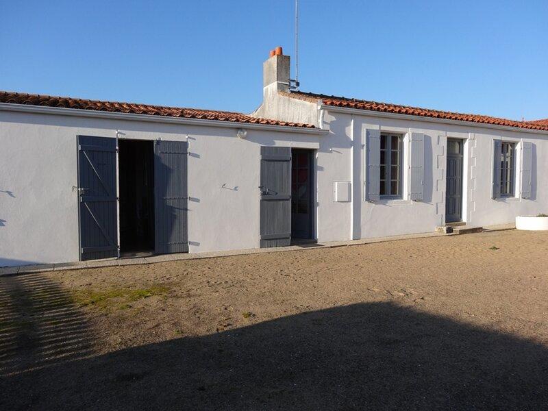 MAISONNETTE  ANCIENNE IDEALEMENT PLACEE, holiday rental in Saint-Michel-en-l'Herm