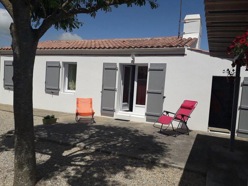 JOLIE MAISON RECENTE DECOREE AVEC GOUT, holiday rental in Saint-Michel-en-l'Herm