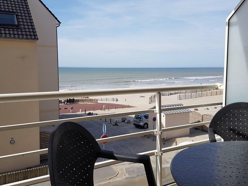 FORT MAHON PLAGE : Vue mer ...a deux pas du club de voile..., vacation rental in Fort-Mahon-Plage