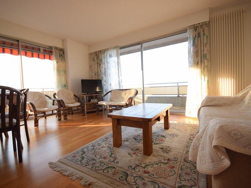 Bel appartement 2 pièces avec Garage, proche centre Evian, holiday rental in Saint-Paul-en-Chablais