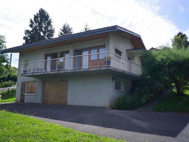 Belle maison de famille à proximité du Lac et du centre-ville d'Evian, aluguéis de temporada em Larringes