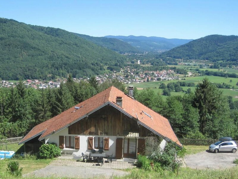 Le Gué Mozot Les Greniers, holiday rental in Esmoulieres