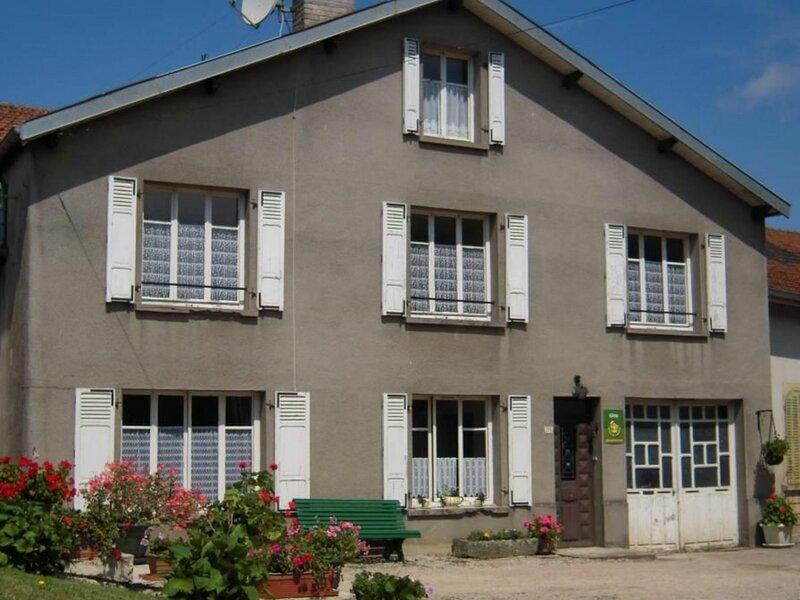Gîte à Aouze, holiday rental in Neufchateau