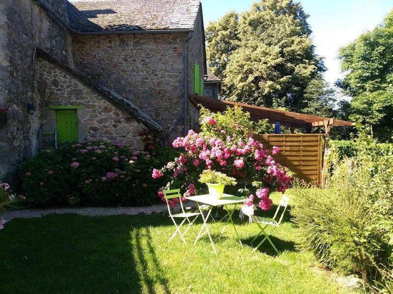 Manoir Les Hortensias, holiday rental in Salles-Courbaties