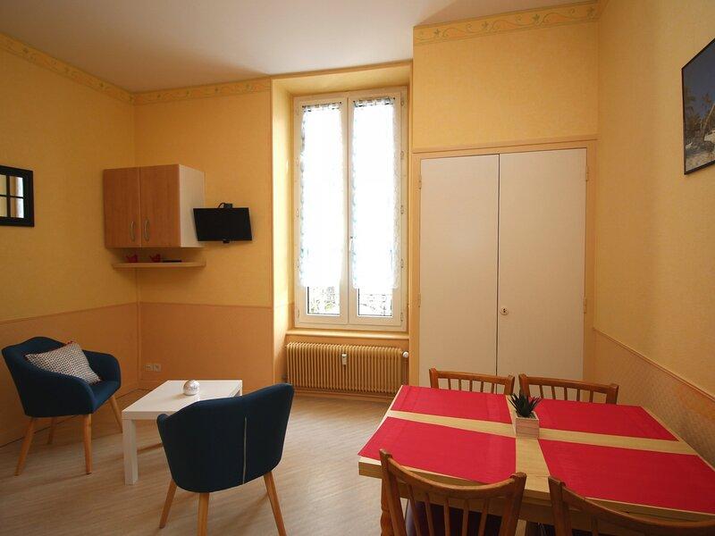 LA BOURBOULE CENTRE AGREABLE STUDIO, holiday rental in Murat-le-Quaire