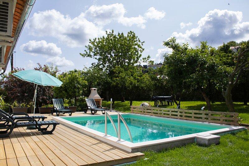 Casa Silva Private Property with pool, aluguéis de temporada em Macieira de Alcoba