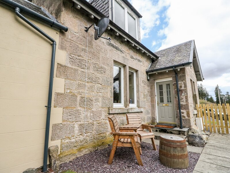2 STATION COTTAGES, in the tiny hamlet of Dalnaspidal, near Dalwhinnie, holiday rental in Dalwhinnie