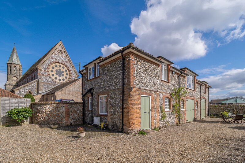 The Coach House (H), vacation rental in Briston