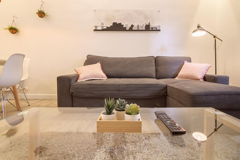 CONDE MIRASOL 6  by The Urban Hosts, holiday rental in Ugao-Miraballes