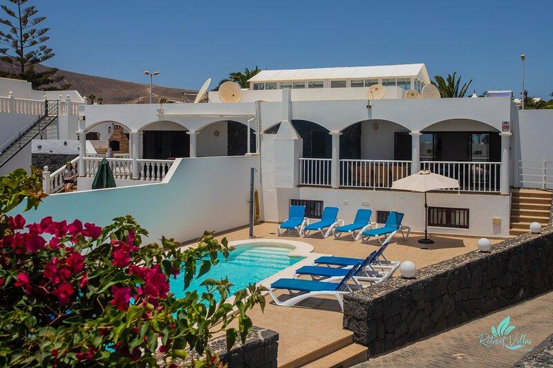 Stunning 6-Bed Villa in Playa Blanca, holiday rental in Playa Blanca
