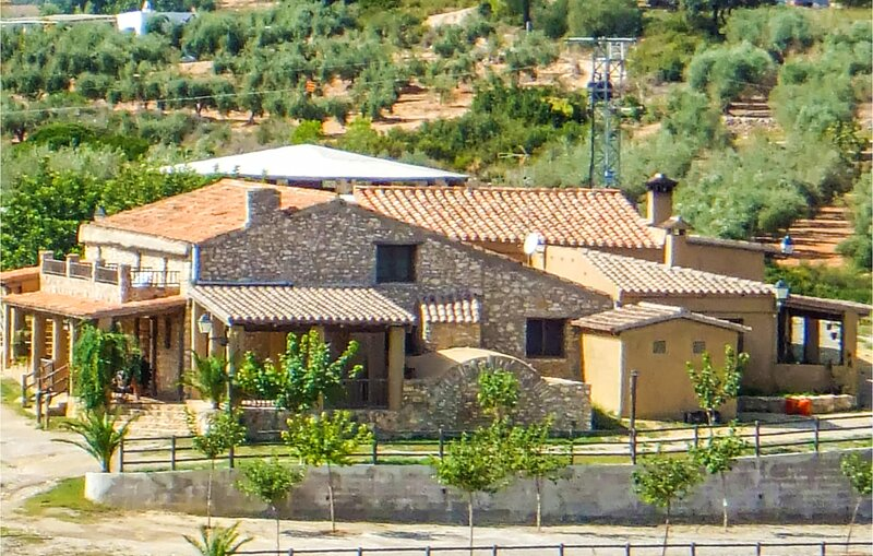 Awesome home in Les Coves de Vinromá with Outdoor swimming pool and 5 Bedrooms, alquiler vacacional en Torreblanca