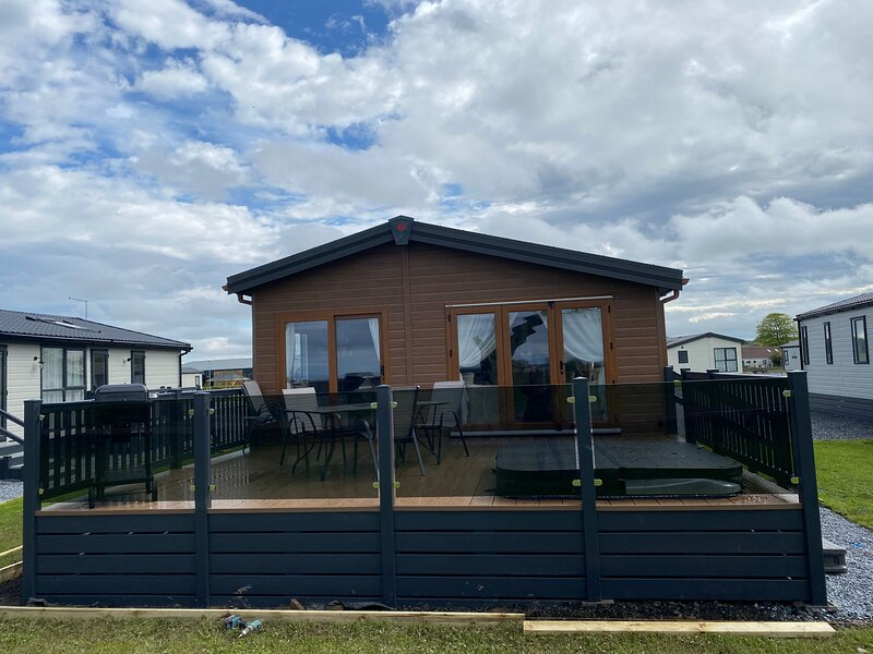 Rivendale Lodge 29 with Hot Tub, holiday rental in Ceres
