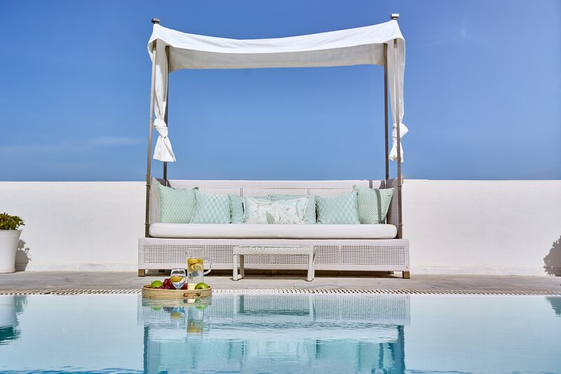Pool surrounding that stimulate the senses.