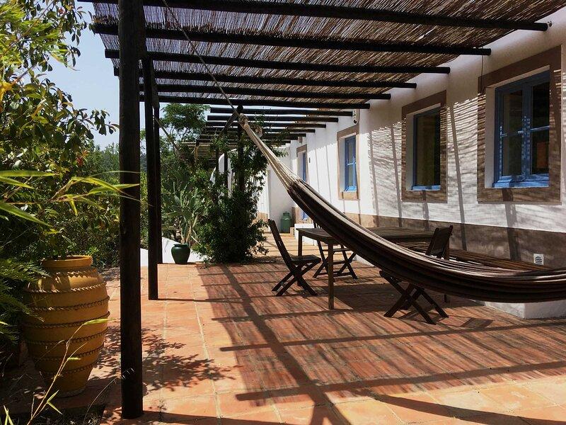 Landhaus im Herzen der Natur bei Odeceixe nur wenige Kilometer vom Strand, holiday rental in Odeceixe