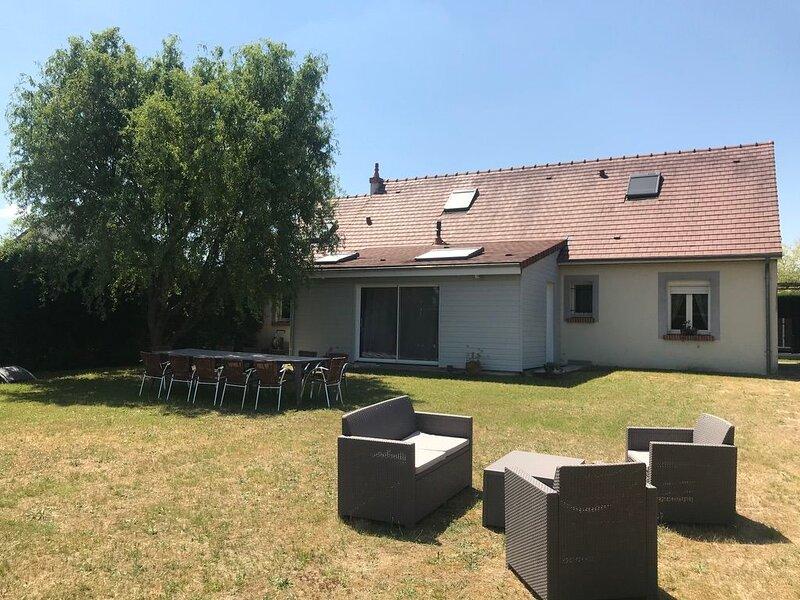 Big house with garden & Wifi, location de vacances à Huisseau-sur-Cosson