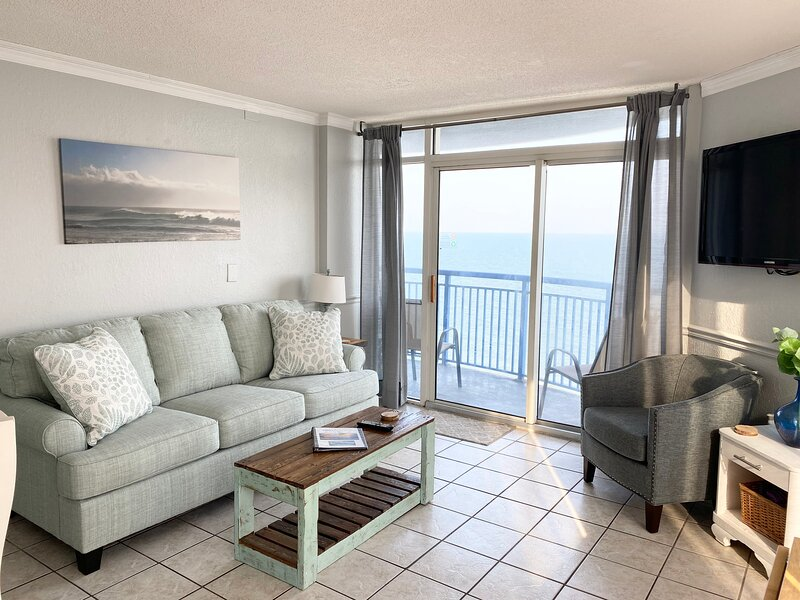 Penthouse, 2 bd, large balcony, Oceanfront, sleeps 6, hot tub, indoor pool, holiday rental in Myrtle Beach