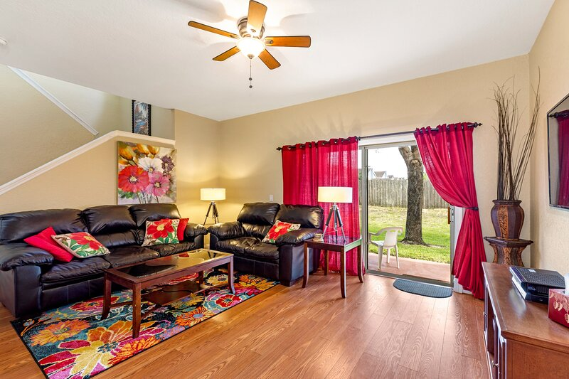 Spacious End-Unit Townhouse (2 Master Suites) at Regal Palms, with balcony, holiday rental in Orlando