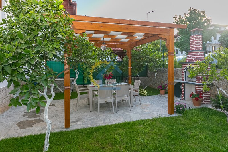 Villa Naz 2 Daily Weekly Rentals, location de vacances à Akyaka