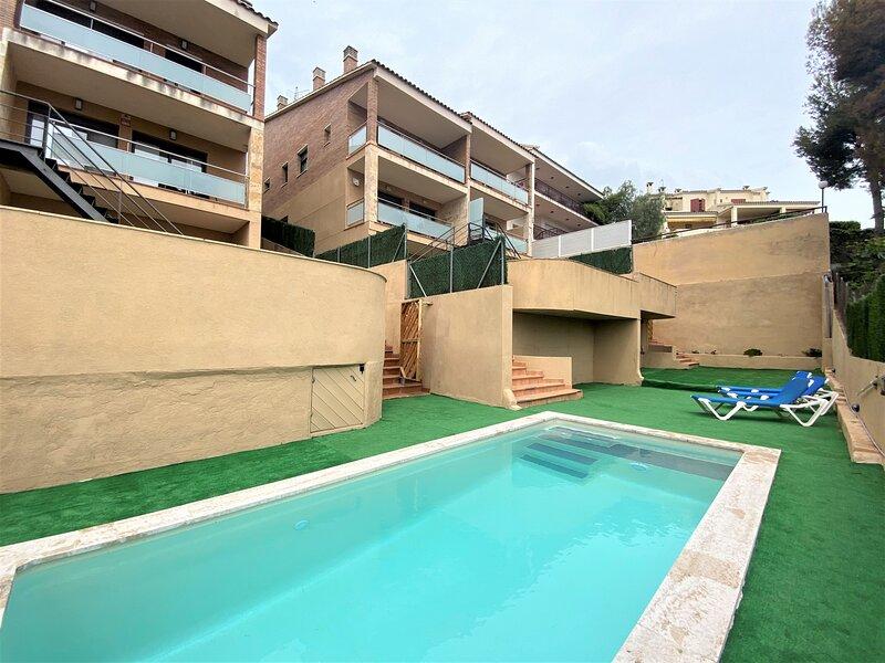 R100/3 Moderna casa con piscina compartida  2km de la playa, alquiler de vacaciones en Segur de Calafell