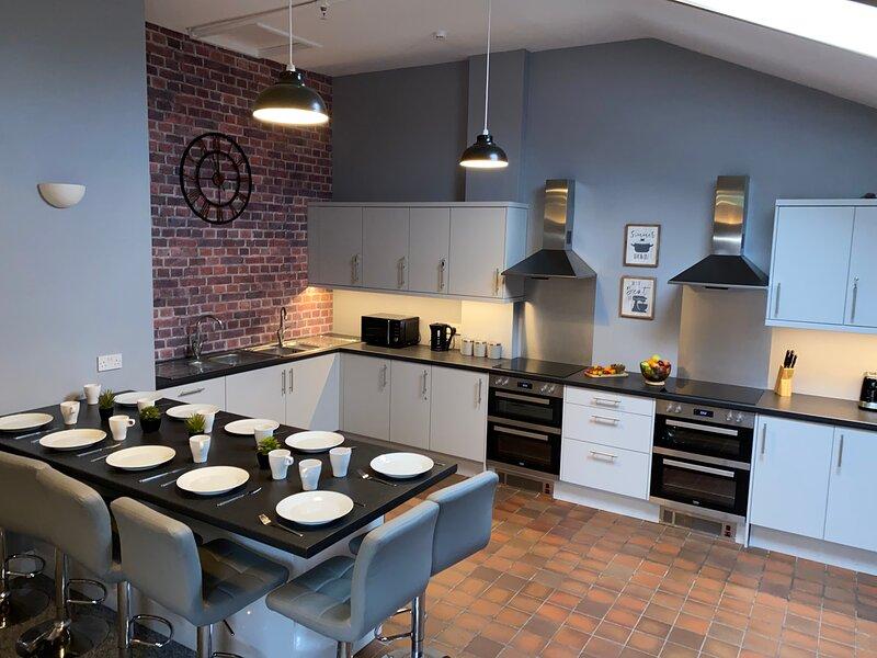 The North West Contractors Base - 9 Bedroom - EV Charging, holiday rental in Pentre Halkyn