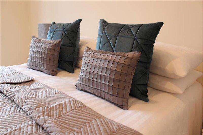 The Eisteddfod - Berwyn House - Central Wrexham - Sleeps Up To 5, alquiler de vacaciones en Rossett