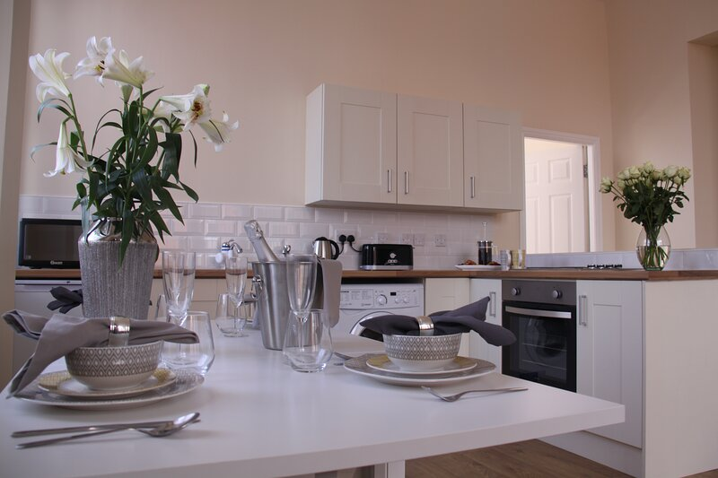 The Manchester * St Petersgate - Sleeps up to 7, close to train station & very c, holiday rental in Cheadle