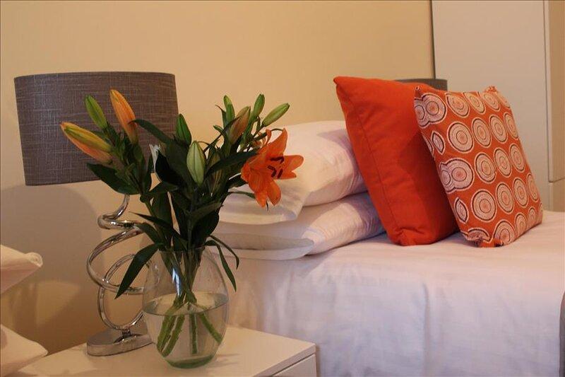 The Glyndwr - Berwyn House - Central Wrexham - Sleeps Up To 6, location de vacances à Bangor On Dee