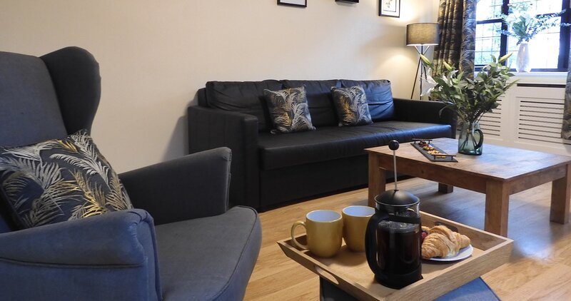 Lion House Chester - Very Near Zoo & Ideal for City - Sleeps Up to 7, location de vacances à Rowton