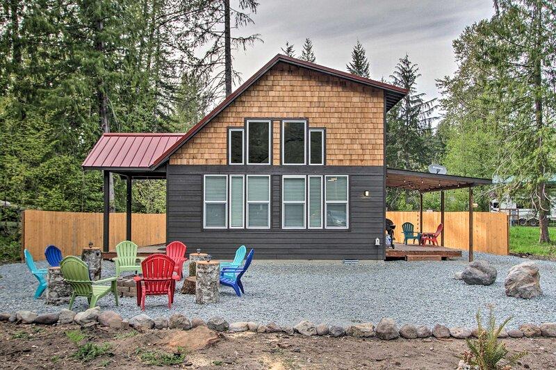 Cozy Cabin - 5 Miles to Mt Rainier National Park!, holiday rental in Elbe