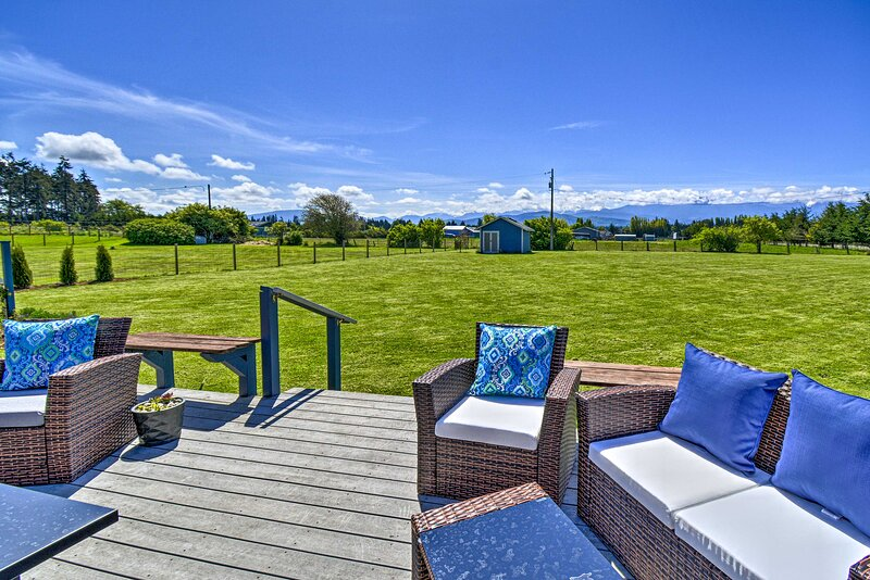 NEW! Scenic Family Farmhouse Outside Port Angeles!, holiday rental in Carlsborg