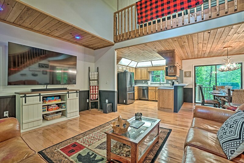 NEW! Luxe Clayton Cabin w/ Expansive Deck & Grill!, vakantiewoning in Tiger