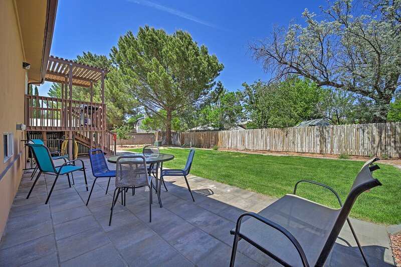 Private Backyard   Deck w/ Gas Grill   Outdoor Seating