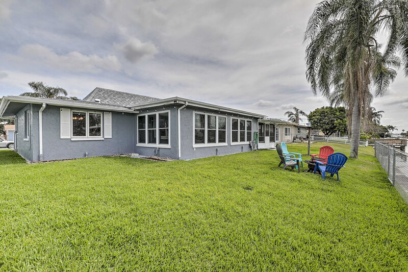 NEW! Charming Home w/ Patio, 7 Mi to Sunset Beach!, holiday rental in Holiday