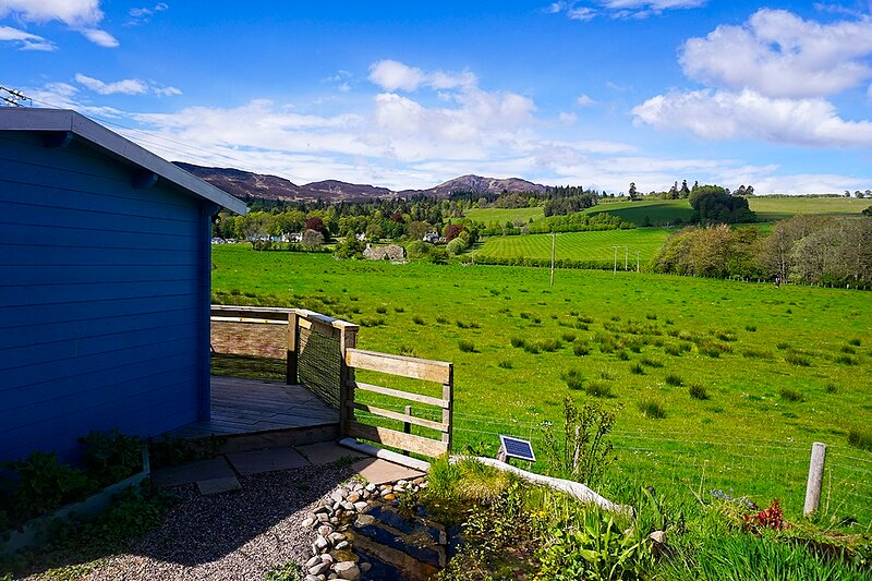 A lovely log cabin self catering holiday on the edge of Pitlochry, with outstanding views