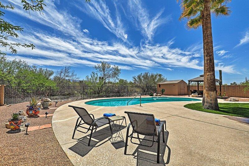 NEW! Idyllic House w/ Pool, 16 Mi to Dtwn Tucson!, aluguéis de temporada em Catalina Foothills