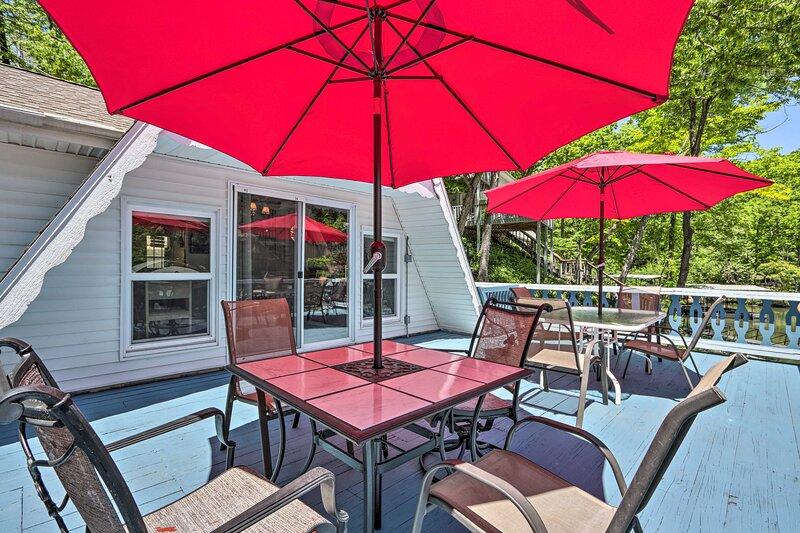 NEW! Lakefront Rocky Mount Cabin w/ Dock & Kayaks!, vacation rental in Barnett