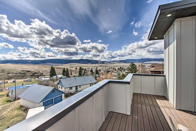 NEW! Exquisite Discovery Mtn Home w/ Sweeping View, holiday rental in Philipsburg
