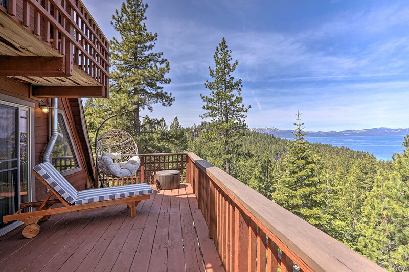 NEW! Stunning Lake Tahoe Cabin w/ Panoramic Views!, aluguéis de temporada em Zephyr Cove